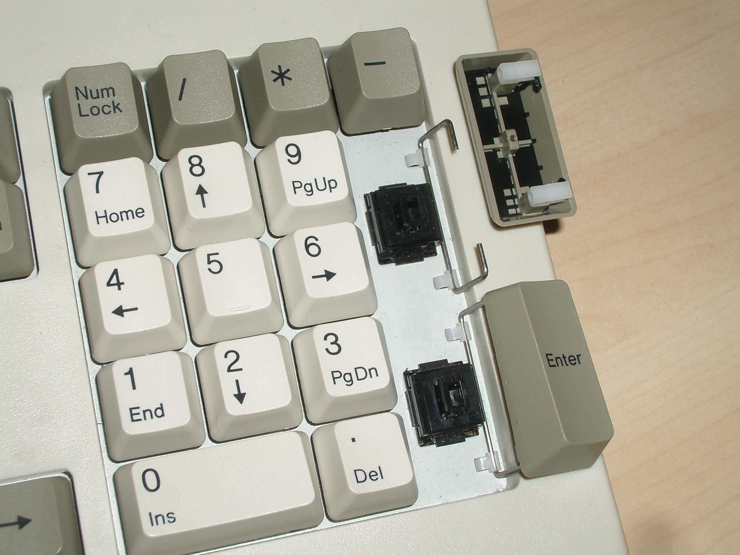 AT102W stabilised numpad keys.jpg