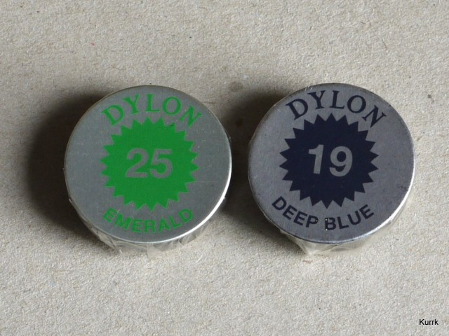 4.5 g tins of Dylon multip-purpose dye. The blue truly is deep.