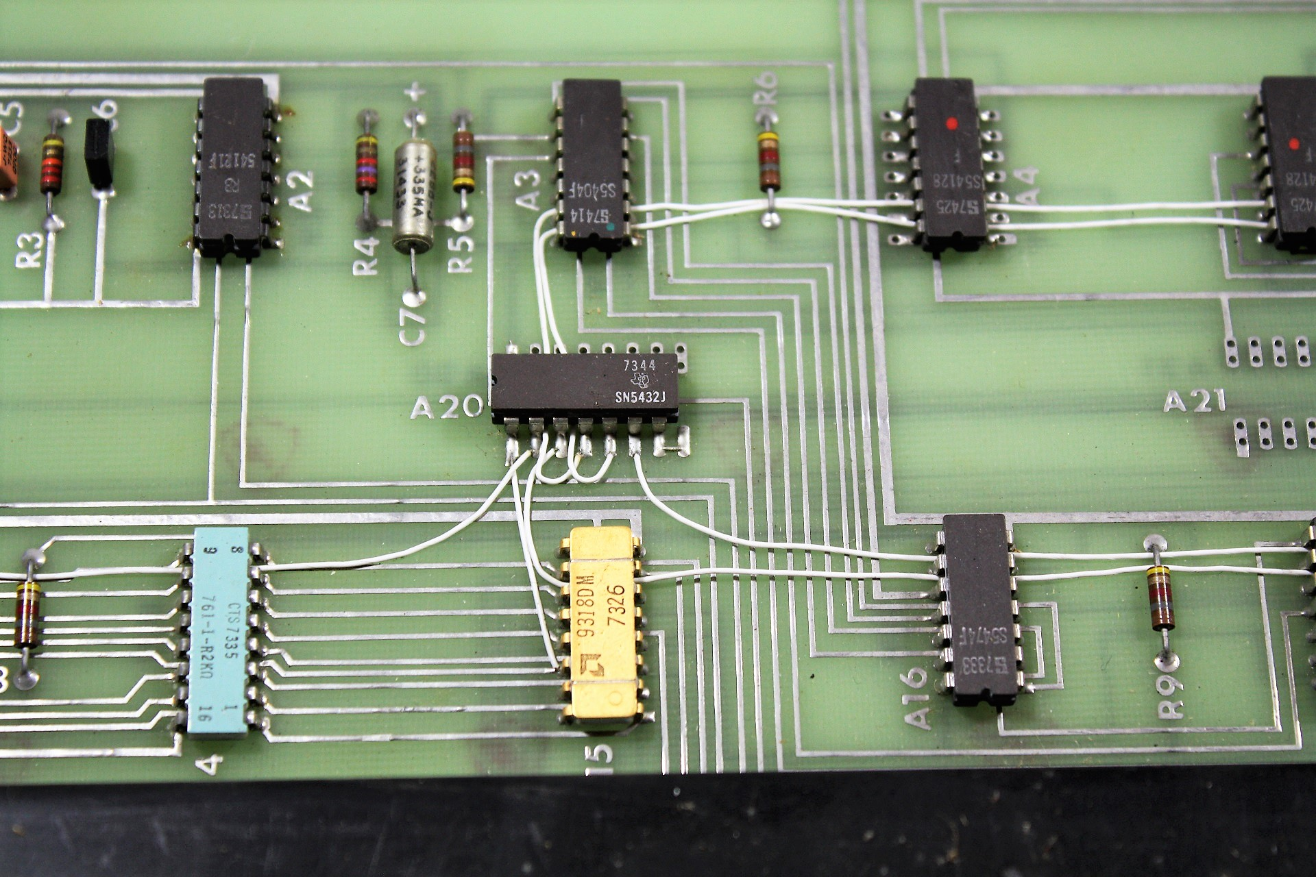 Bendix keyboard - components on keyboard PCB from 1973 - 1974