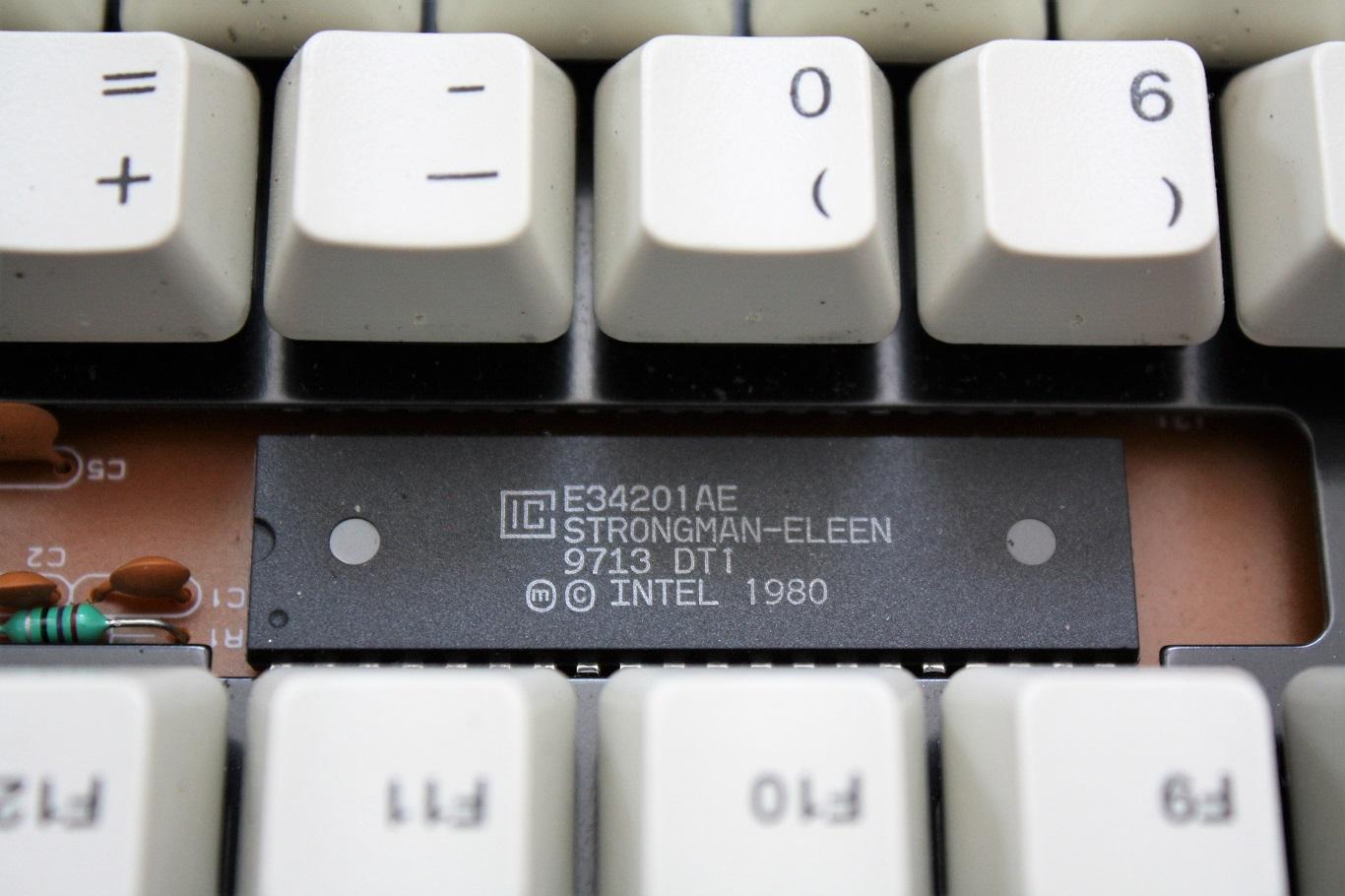 Prism N7 - keyboard controller dated 13th week of 1997.JPG