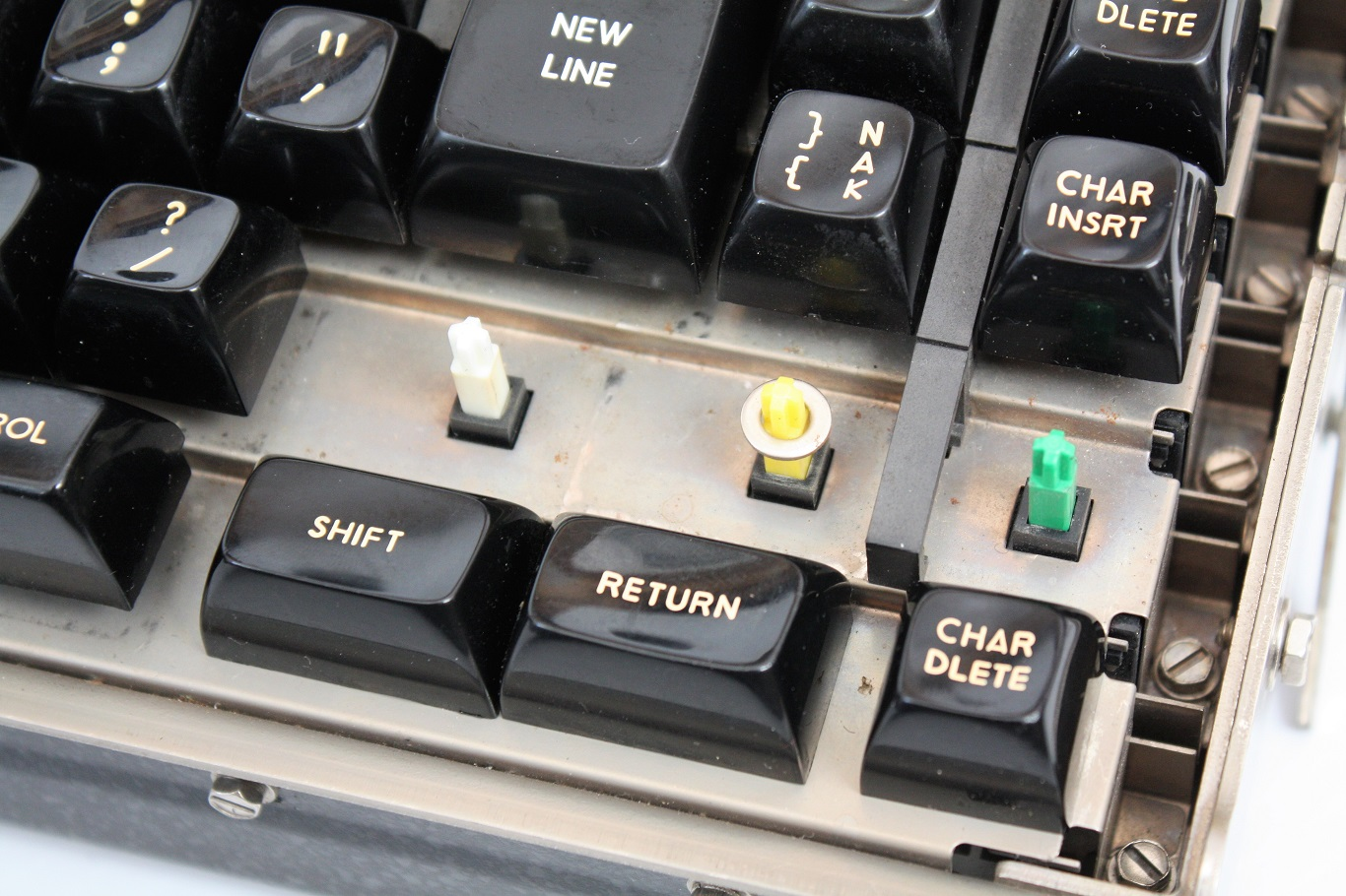 Teletype 40K 103 RCB - white yellow and green key switches.JPG
