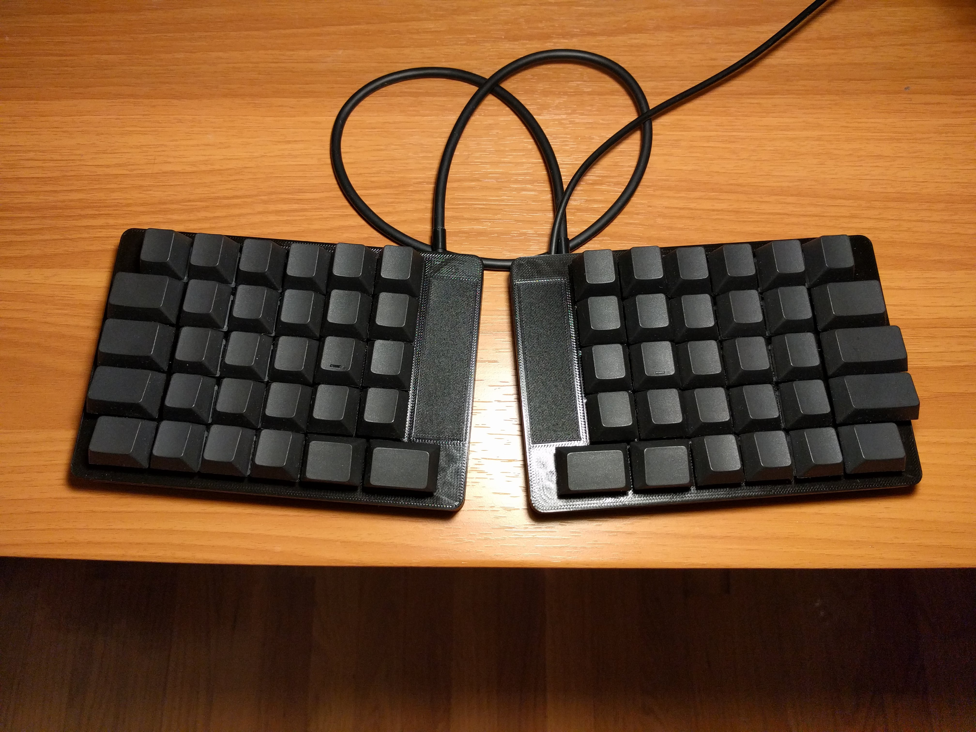 Darknight: a 60% split keyboard