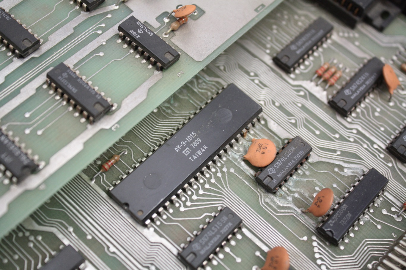 Exidy Sorcerer - UART chip.JPG