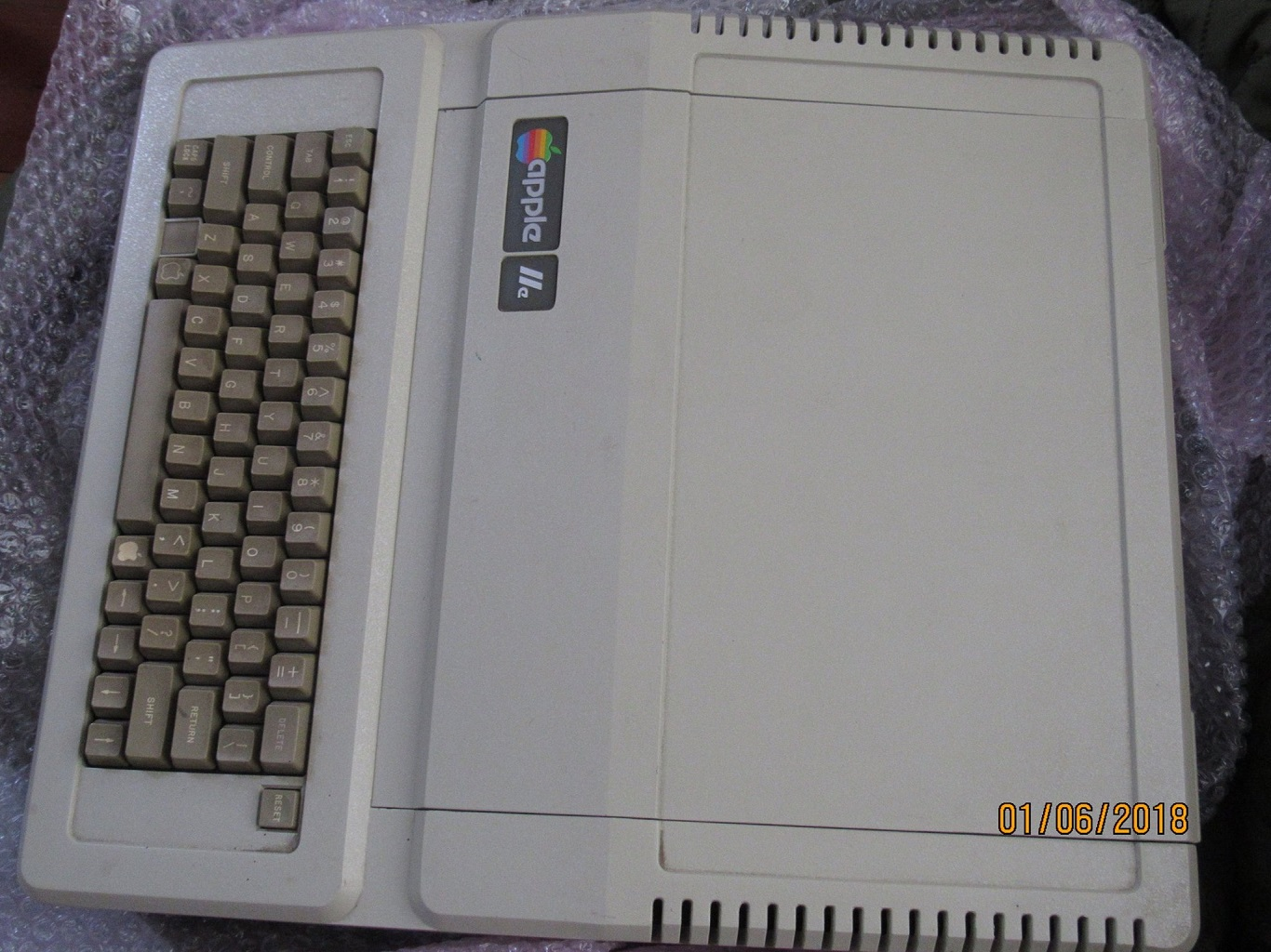 Apple IIe Pre-production - computer.jpg