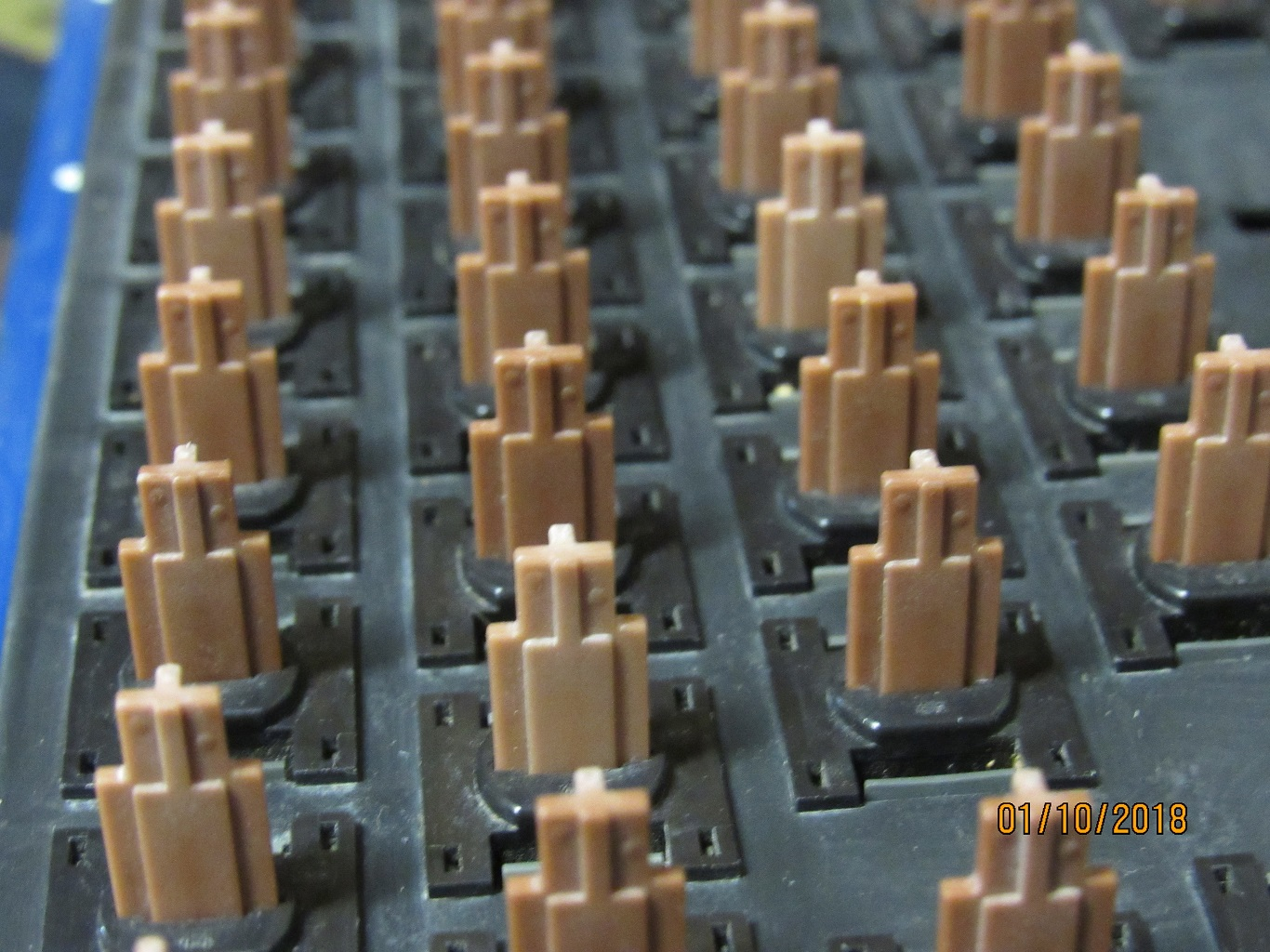 Apple IIe Pre-production - key switches 2.jpg