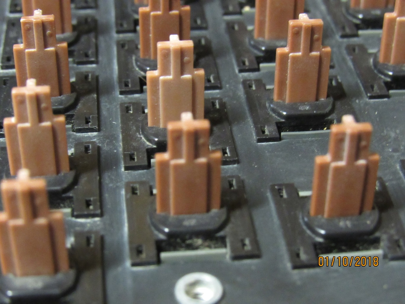 Apple IIe Pre-production - key switches 5.jpg