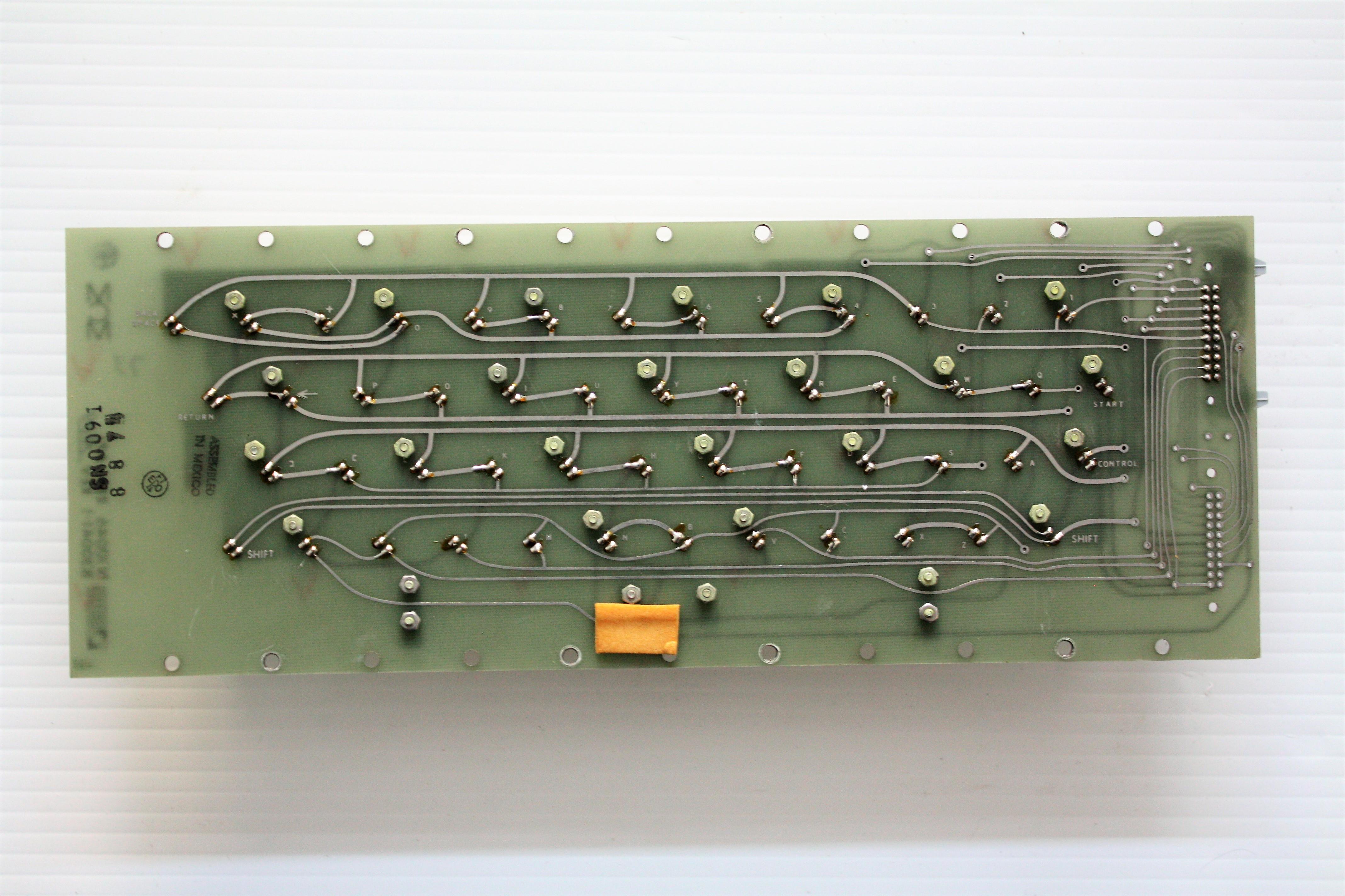 MCM70 - keyboard rear.JPG