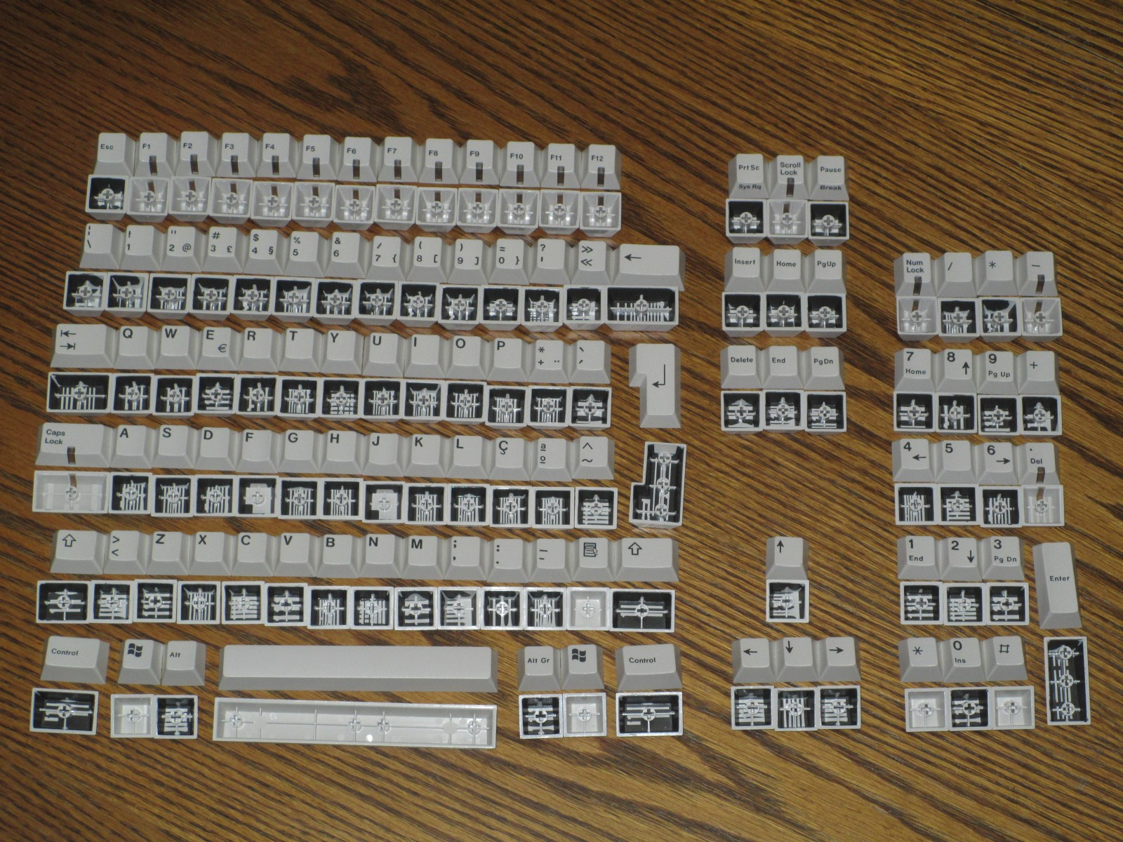 Alcatel MMK keycap sets (Portuguese layout).