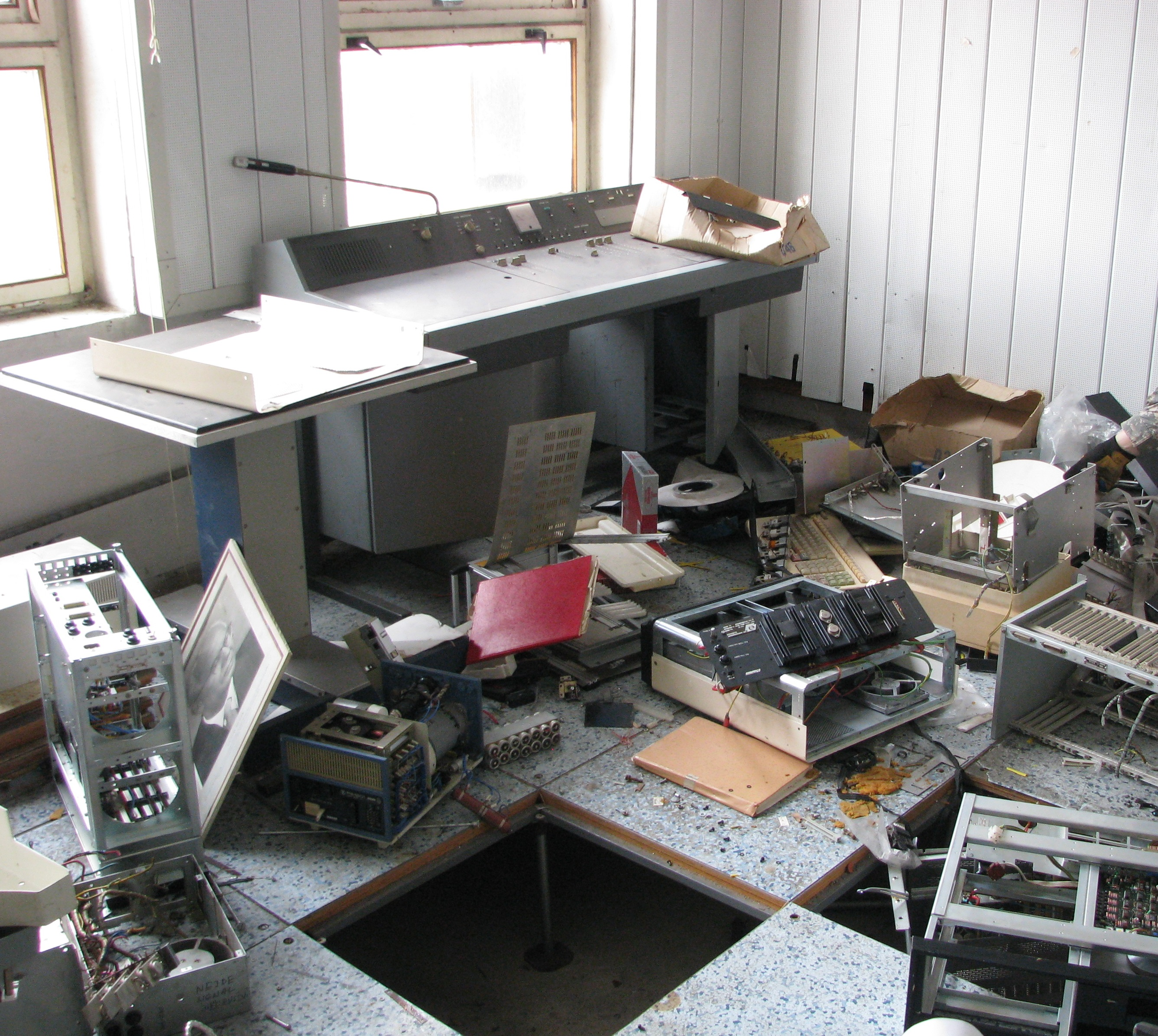 notice some terminal keyboard on the floor, this used to be a server room