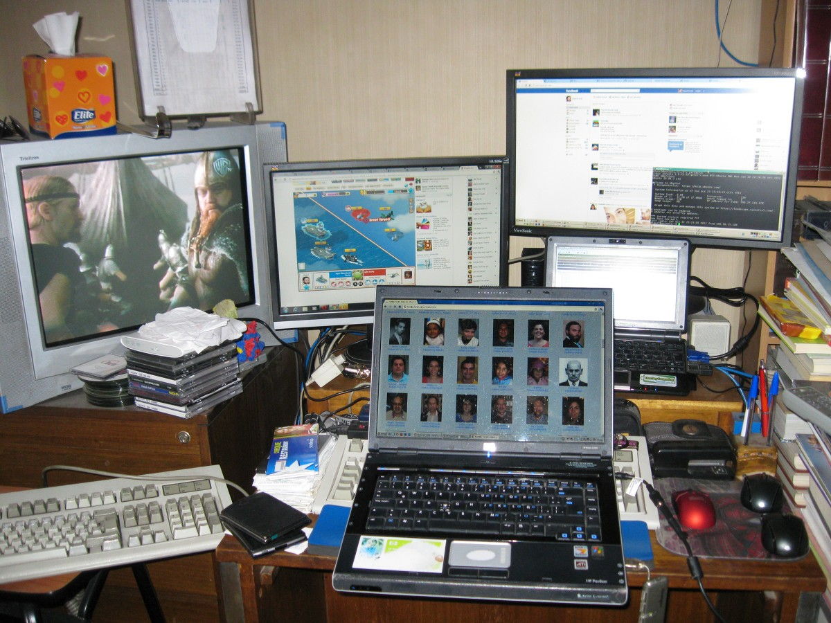 23 October 2011: cluttered battlestation.
