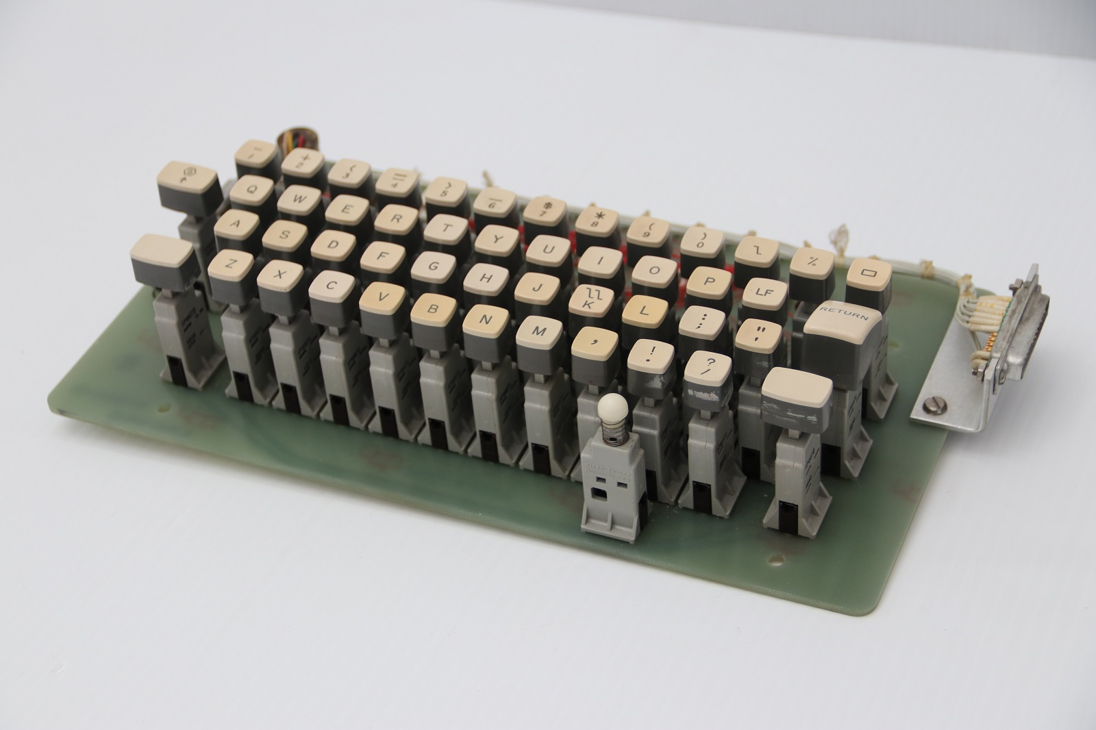 Univac keyboard - mechanism profile.JPG